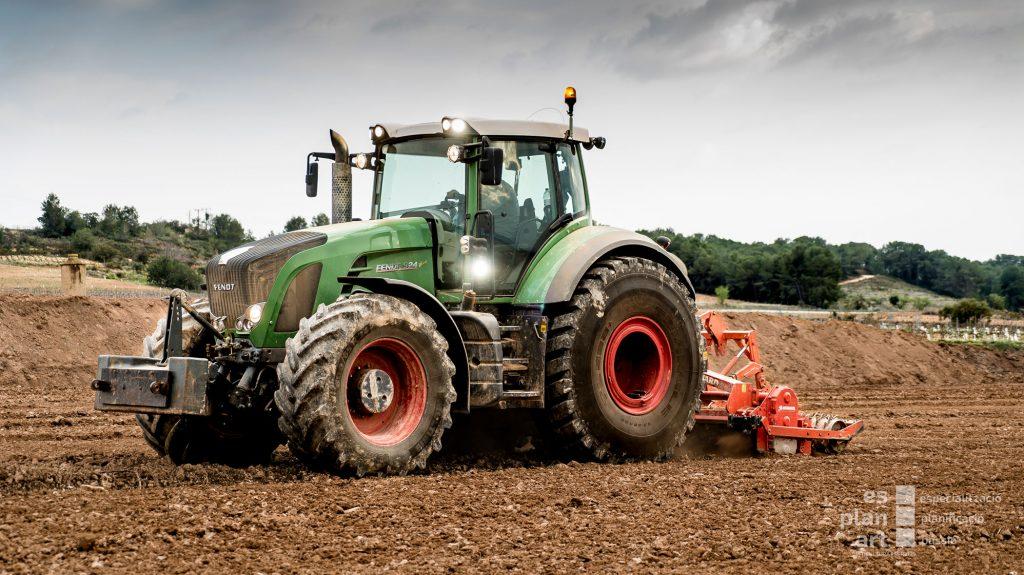 Tractor-2-web